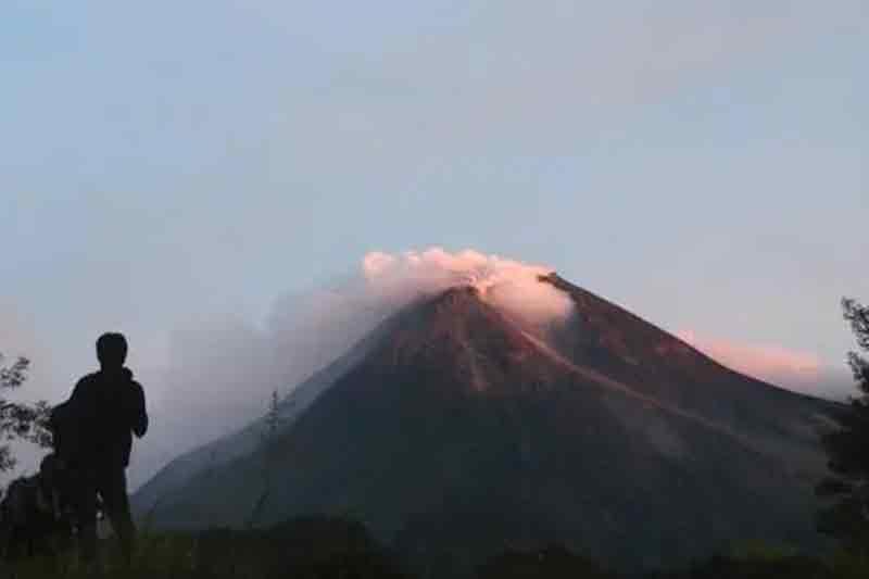 Gunung Raung Aktivitas Meningkat Terjadi 30 Letusan