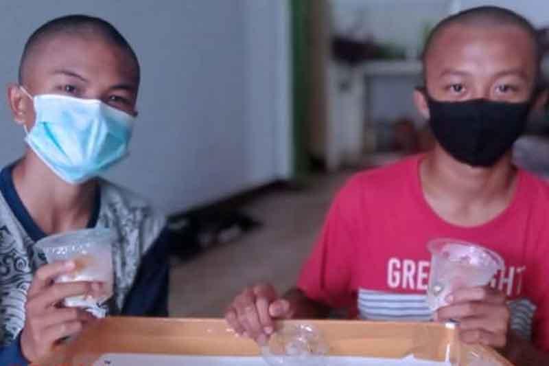 Dua Siswa inspiratif di Bondowoso Jual Salad Buah untuk Biaya Pendidikan