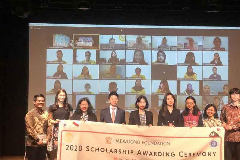 Beasiswa Daewoong Foundation Mahasiwa UI dan ITB Total Rp 5,9 Miliar